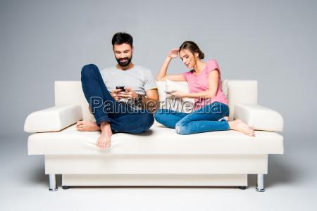 couple, using, smartphones - 20557723