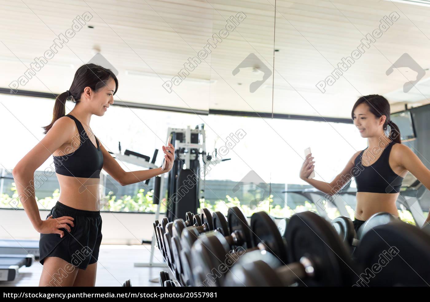 fitness, woman, taking, selfie, in, gym - 20557981