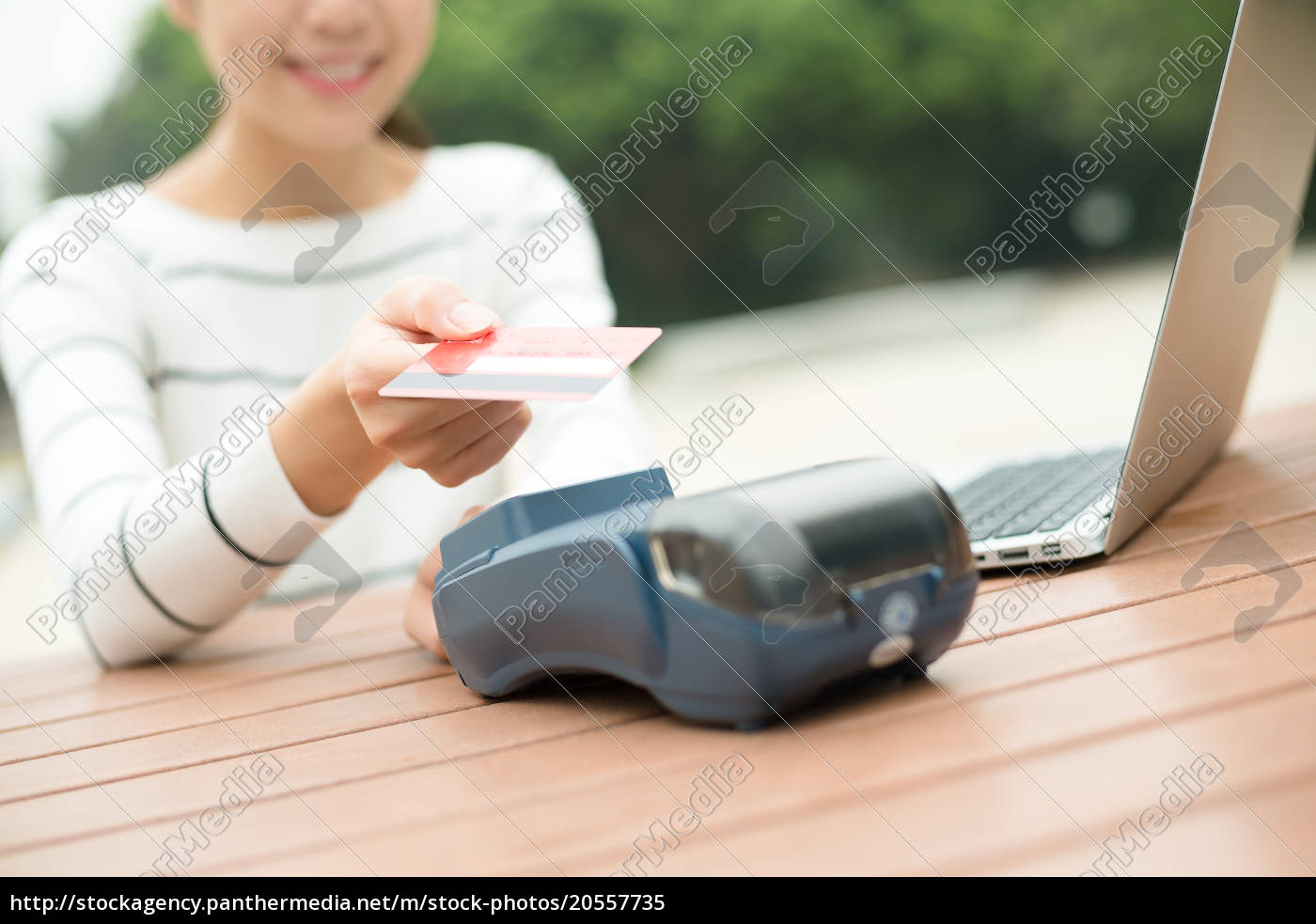 woman, paying, with, nfc, technology, on - 20557735