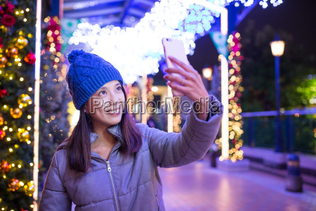 woman, taking, selfie, by, cellphone, at - 20557863