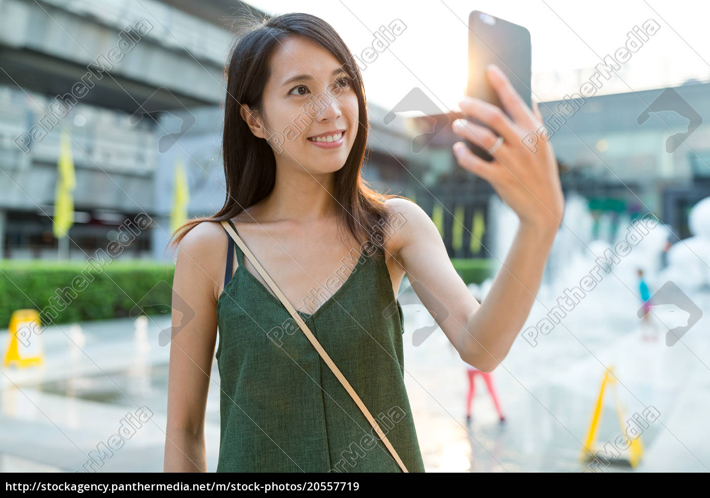 woman, taking, selfie, by, mobile, phone - 20557719