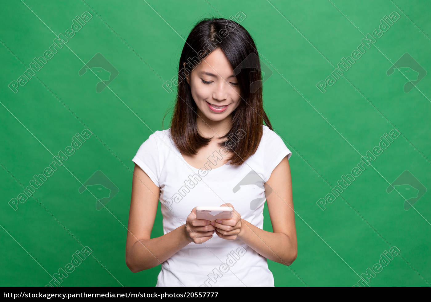 woman, use, of, mobile, phone - 20557777