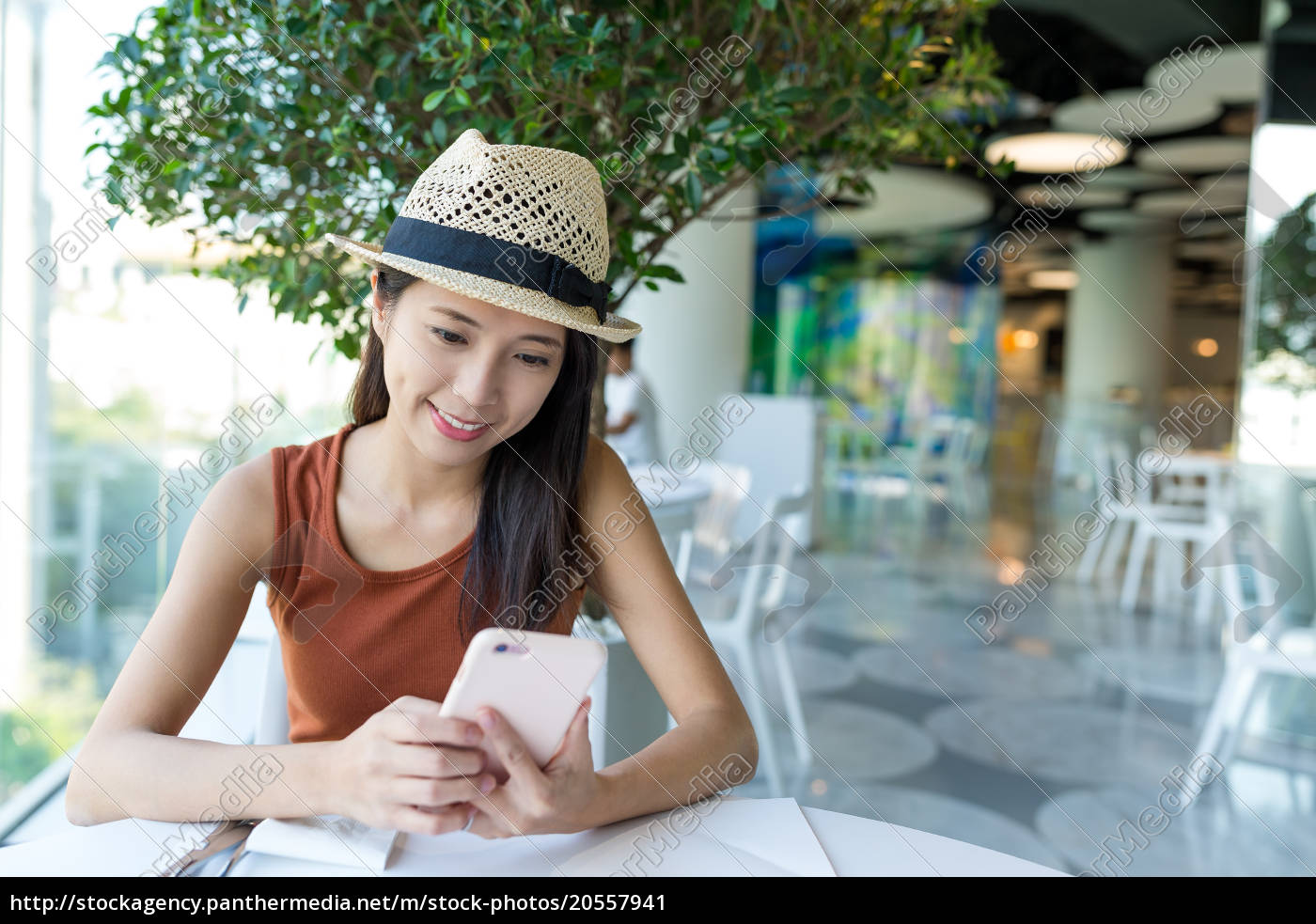 woman, using, cellphone, in, cafe - 20557941