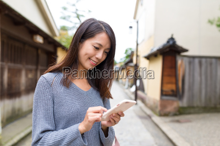 woman, using, cellphone - 20557803