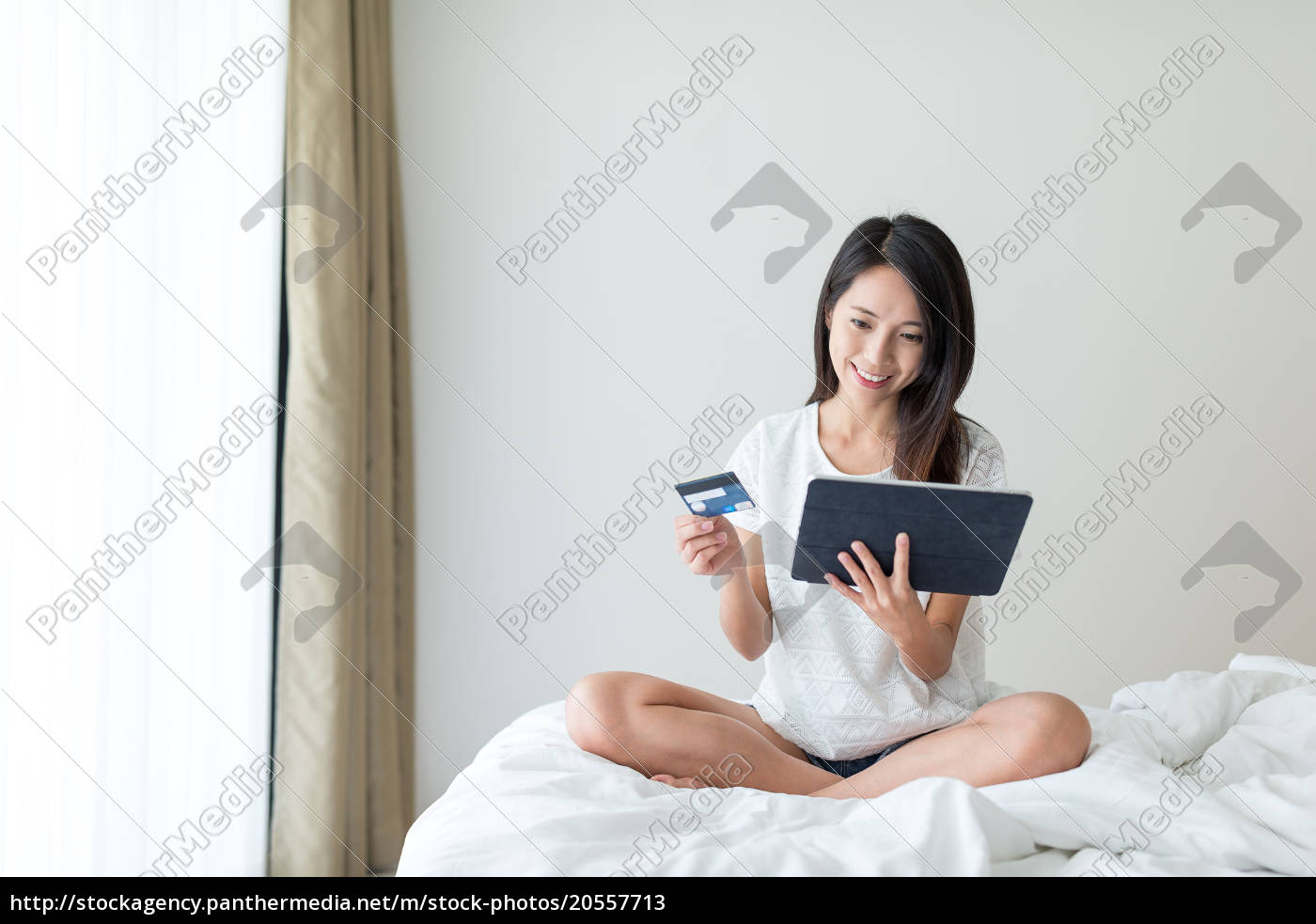 woman, using, digital, tablet, computer, for - 20557713