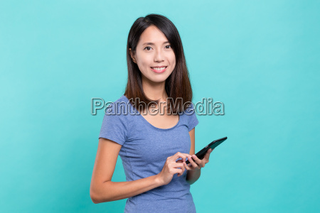 asian, woman, using, mobile, phone - 20558897