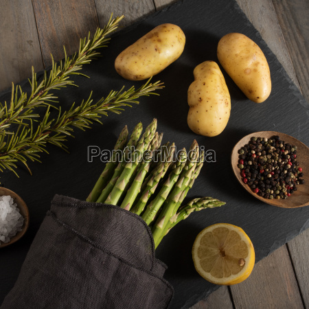 asparagus, and, ingredients, on, a, slate - 20558505