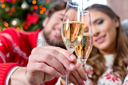 couple, toasting, with, champagne, glasses - 20558649