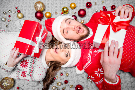 happy, couple, with, gift, boxes - 20558719
