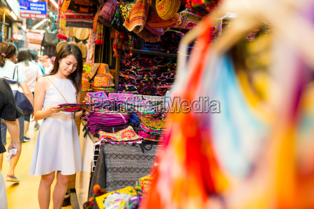 woman, shopping, in, bangkok, market - 20558023