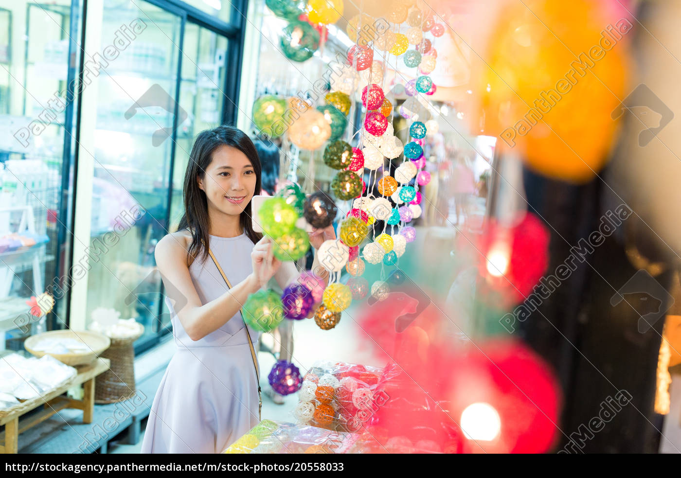 young, woman, shopping, at, weekend, market - 20558033