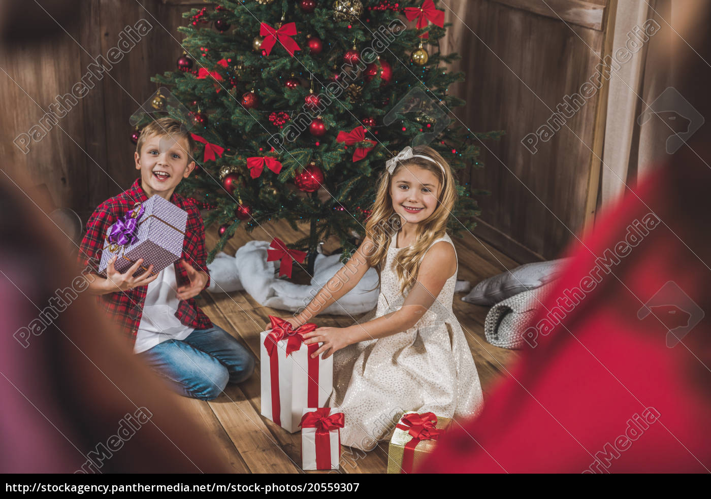 children, opening, gift, boxes - 20559307
