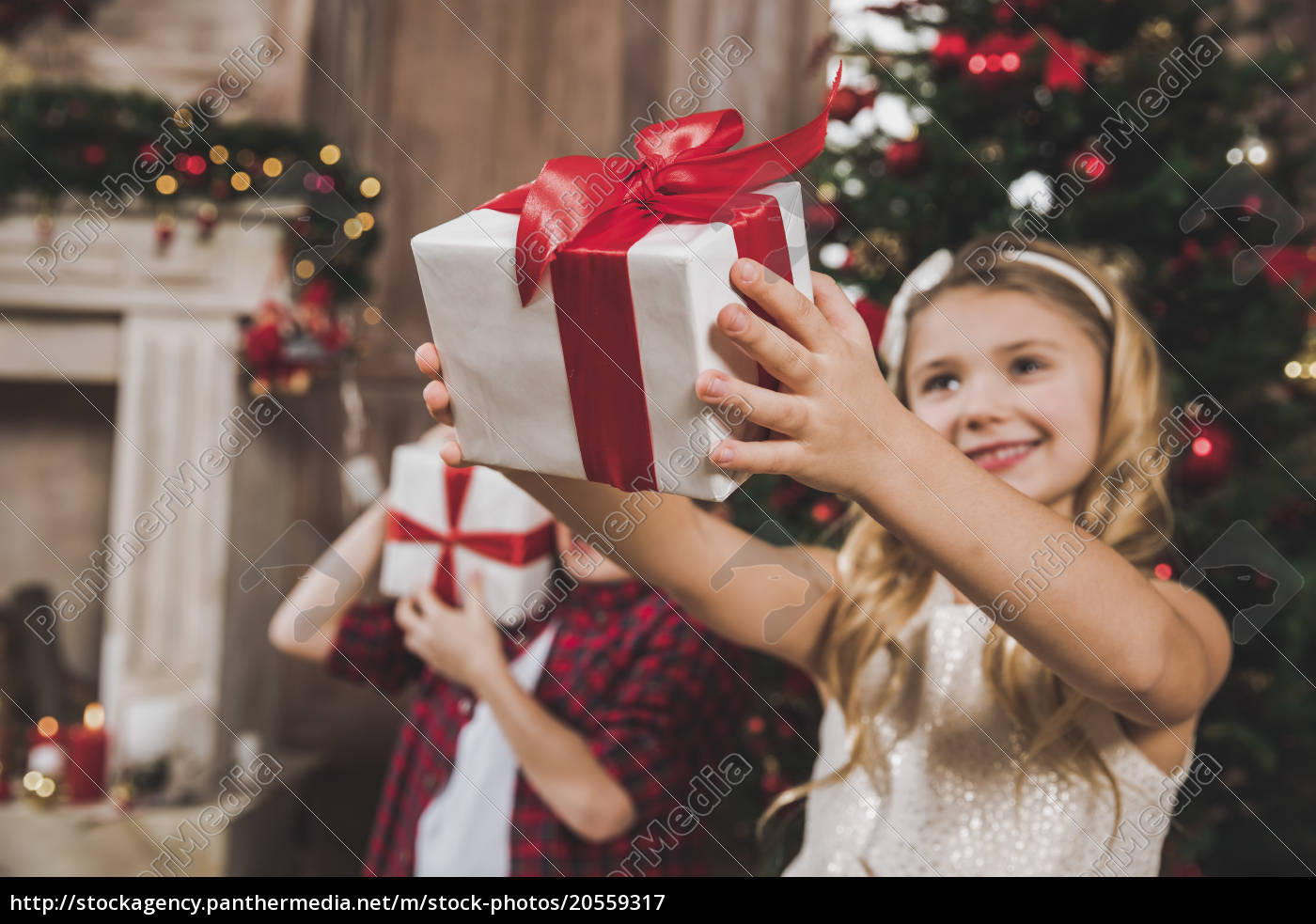 children, opening, gift, boxes - 20559317