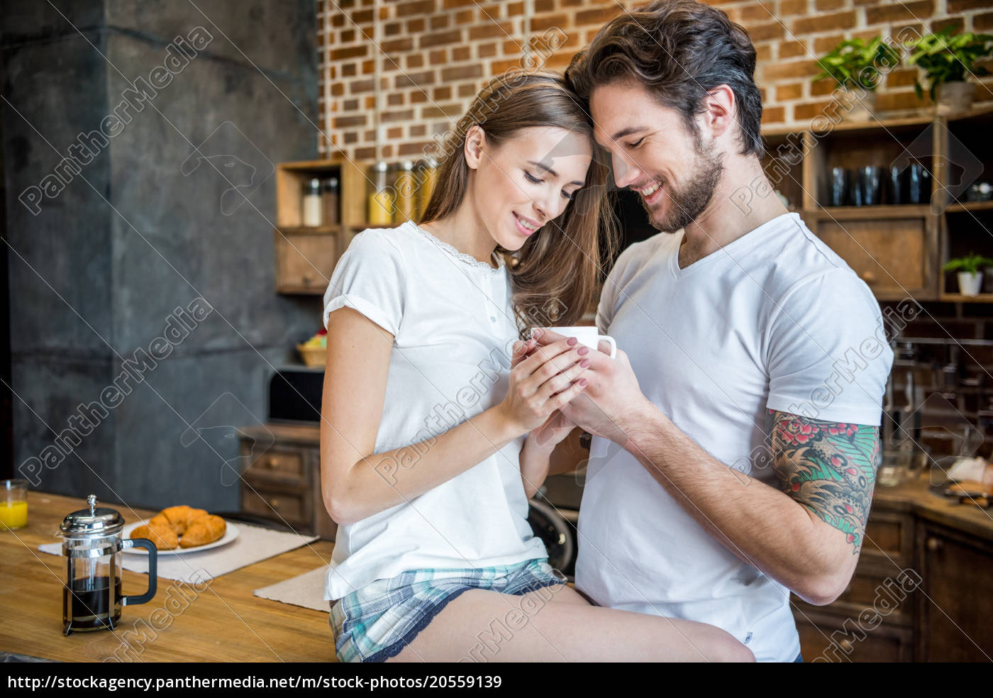 couple, holding, coffee, cup - 20559139