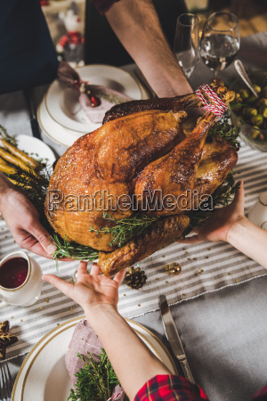father, and, son, holding, roasted, turkey - 20559357