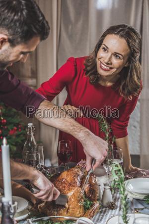 man, carving, roasted, turkey - 20559379