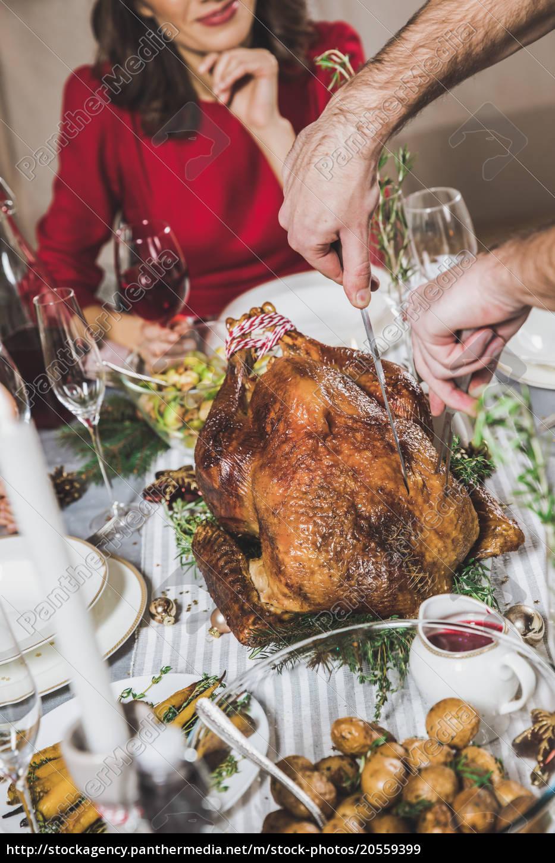man, carving, roasted, turkey - 20559399