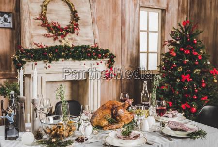 roasted, turkey, on, holiday, table - 20559285