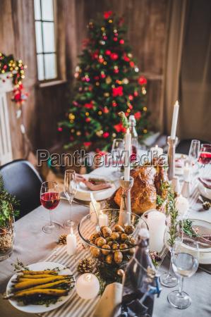 roasted, turkey, on, holiday, table - 20559435