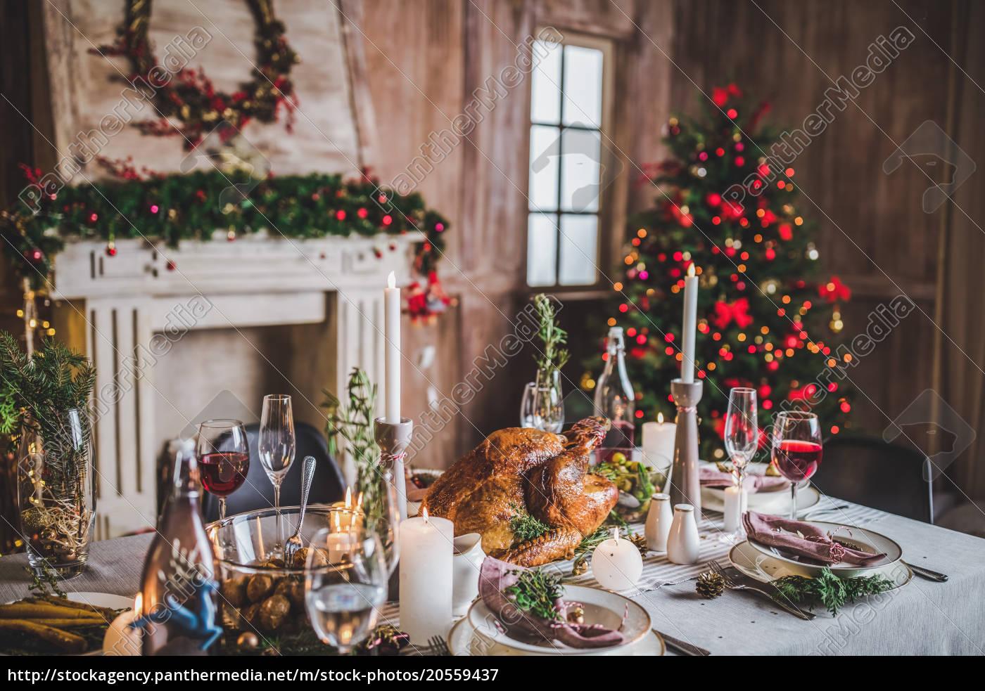 roasted, turkey, on, holiday, table - 20559437