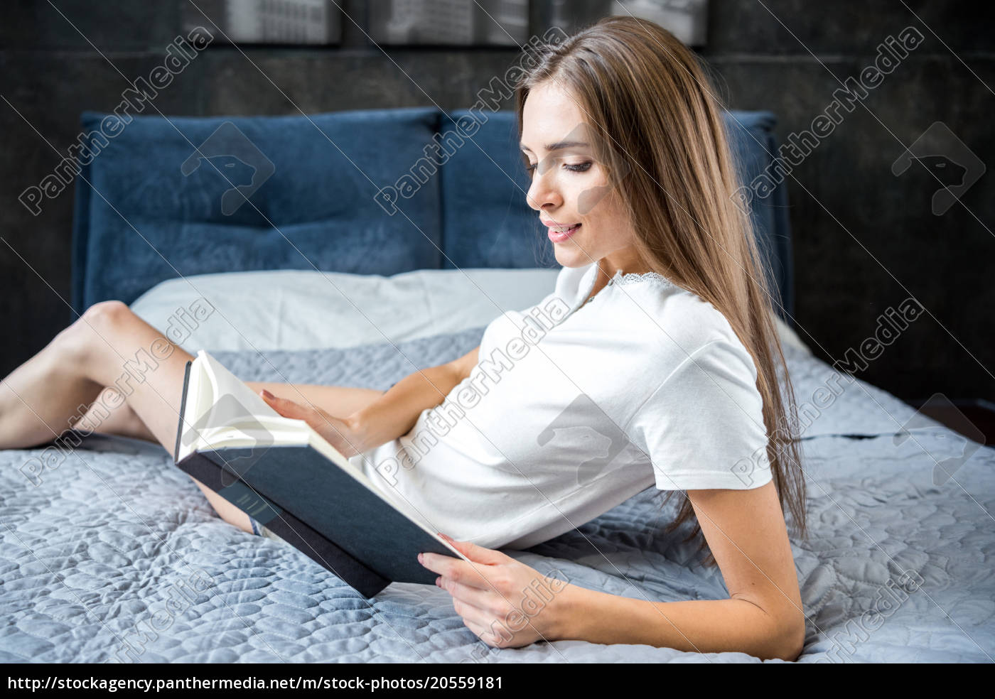 woman, reading, a, book - 20559181