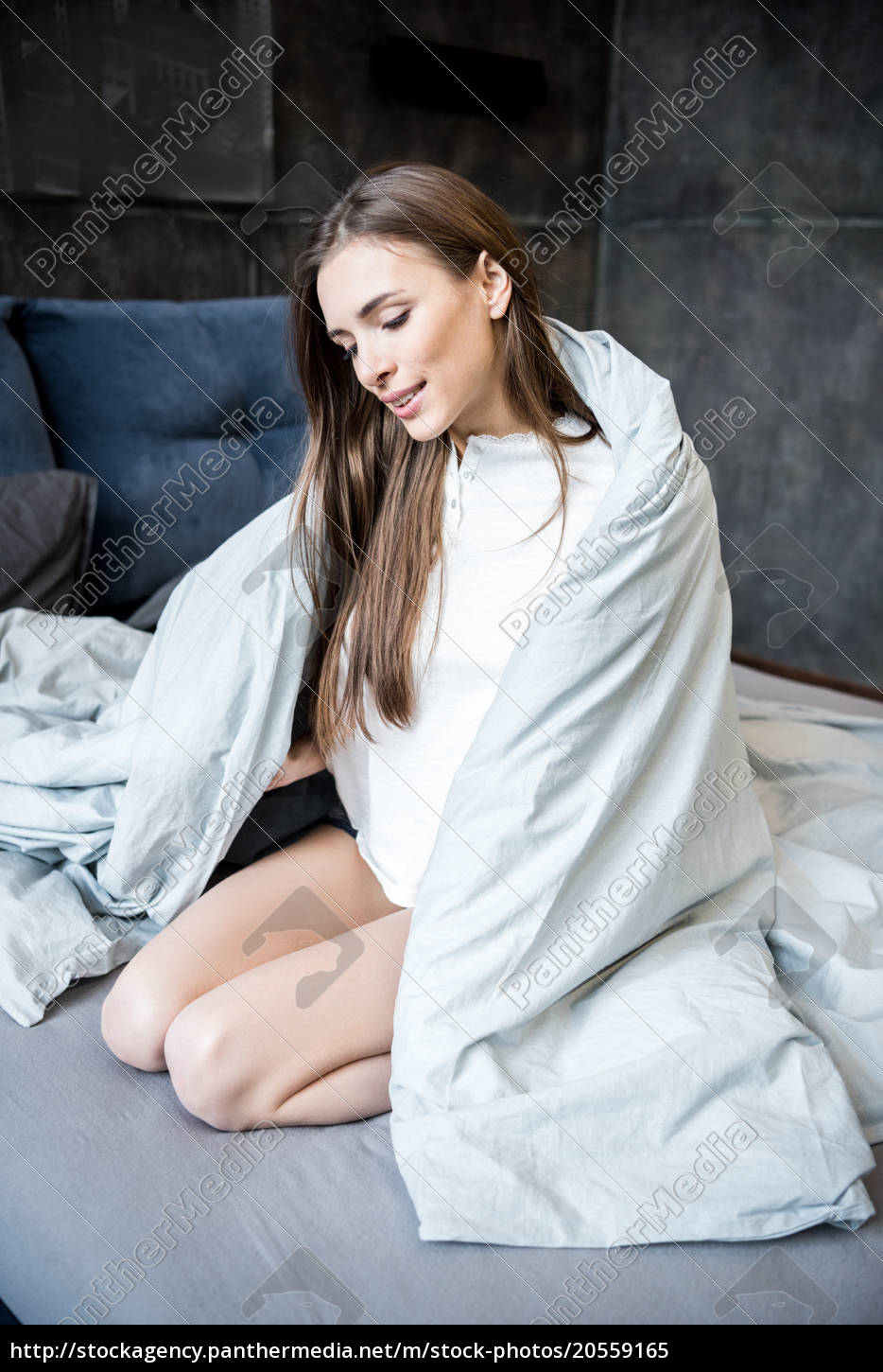 young, woman, on, bed - 20559165