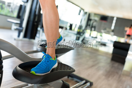 sport, woman, working, out, on, elliptical - 20560305