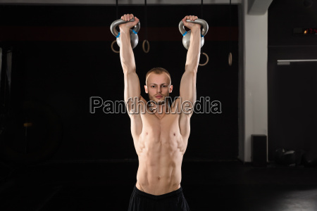 man, doing, exercise, with, kettle, bell - 20562931