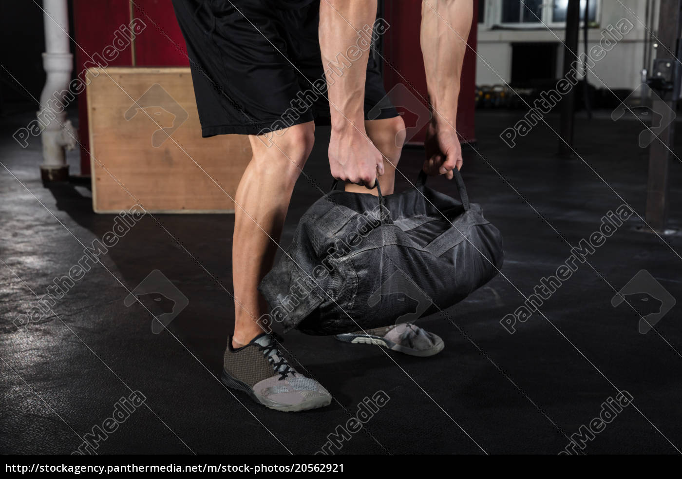 man, working, with, fitness, bag - 20562921