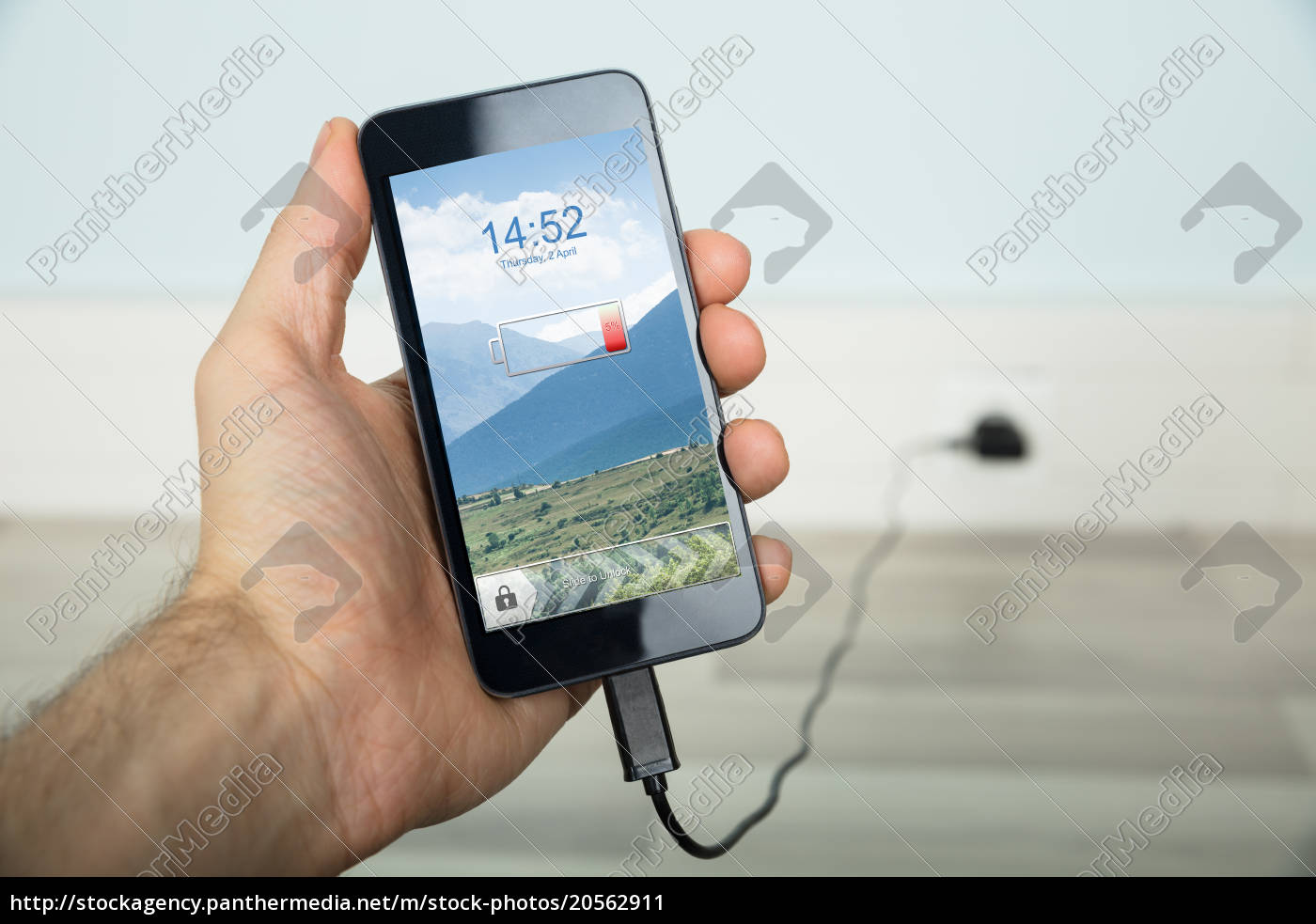 person, charging, his, mobilephone - 20562911