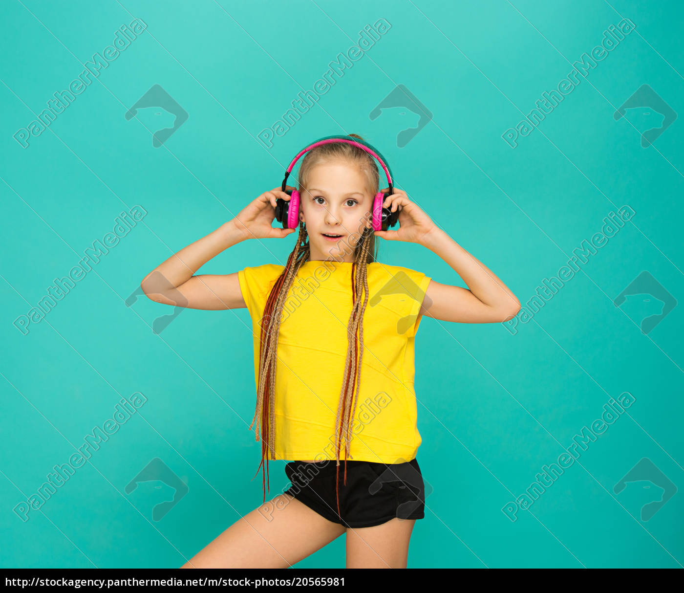 the, attractive, girl, with, headphones, on - 20565981