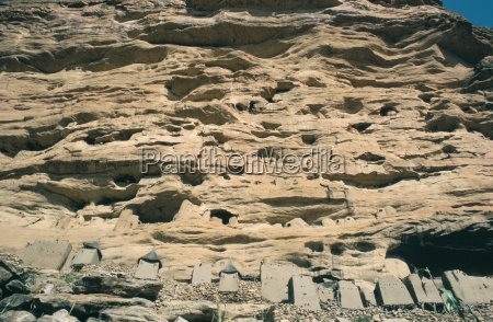 dogon cliff houses and burial chambers