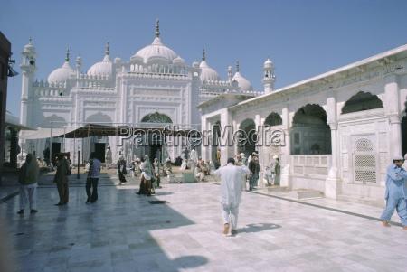 data durbar shrine lahore pakistan