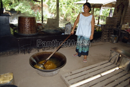 making sugar syrup from palm oil