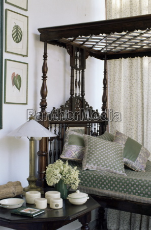 colonial style four poster bed and