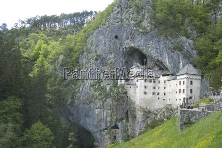 predjama castle built in mouth of