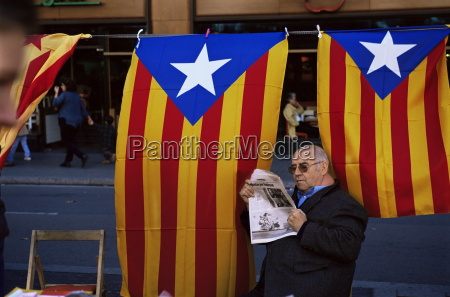 reading the newspaper under the catalan