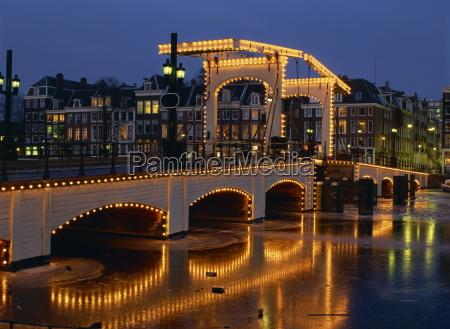lights on the magere brug skinny