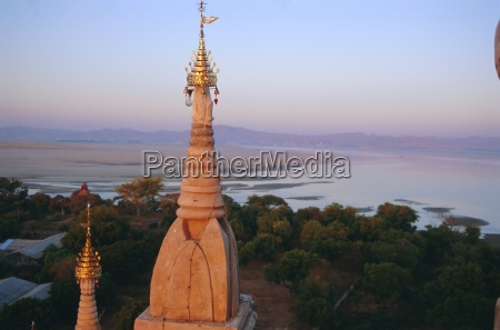 lawkahtipan and irrawaddy river bagan pagan