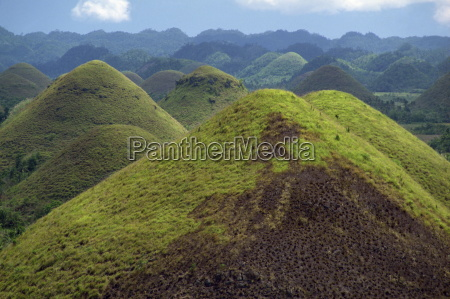 the chocolate hills a famous geological