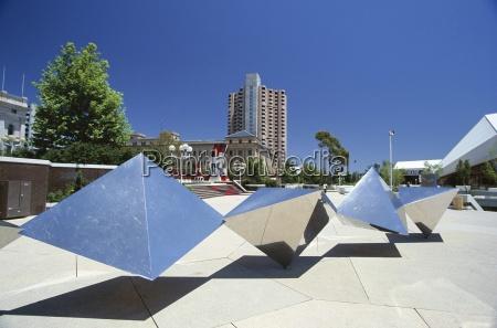 modern sculpture between parliament house and