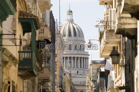 a view of the capitolio seen