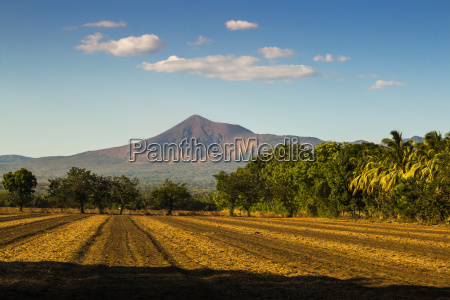 fields north of leon and volcan