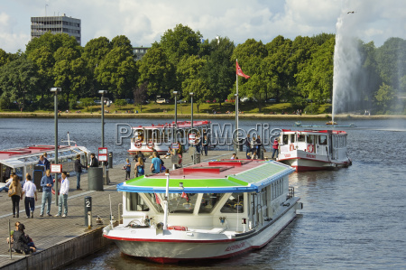 tour boats that ply alster lake