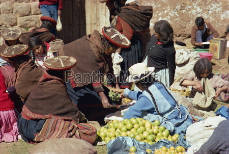 groups of women selling fruit at