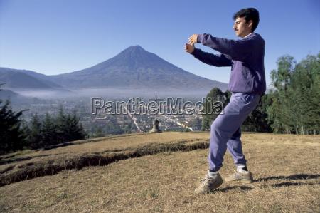 tai chi exercises at dawn agua