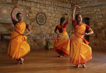 mulher mulheres passeio viajar pedra india