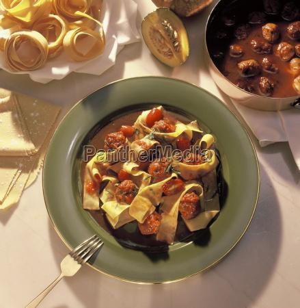tagliatelle with meatballs