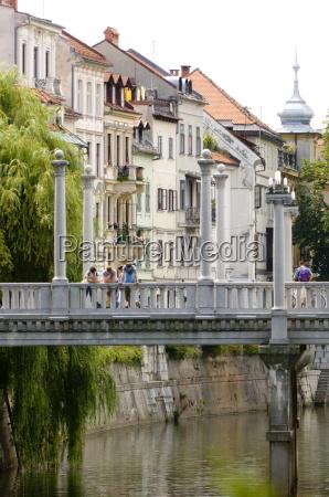 the cobblers bridge over the river