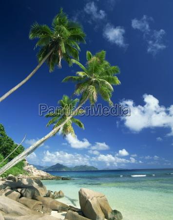 la digue with praslin island in